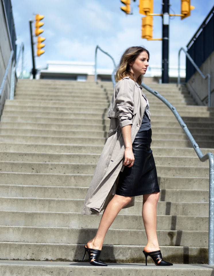 street style chic, leather pencil skirt, vintage tshirt, spring trenchcoat, mules, ombre hair, the august diaries4