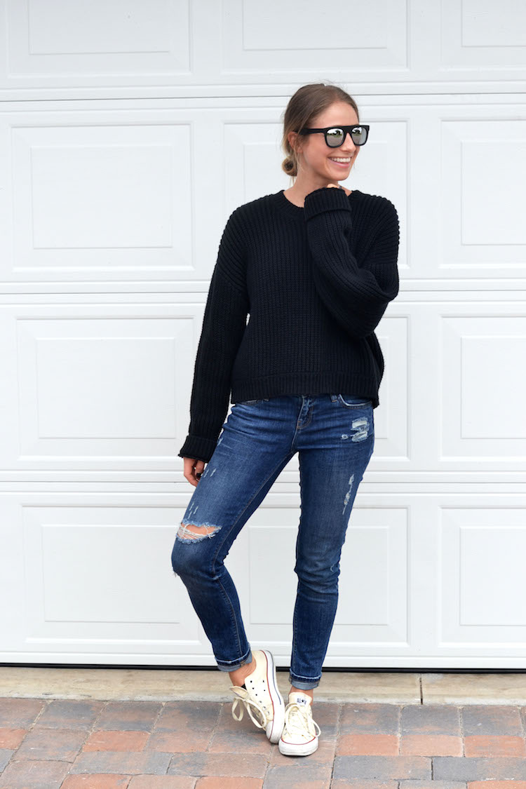 travel outfit, how to look chic while traveling, on the plane, forever21 reflective sunnies, oversized black sweater, the august diaries, top fashion blog, distressed jeans, converse2