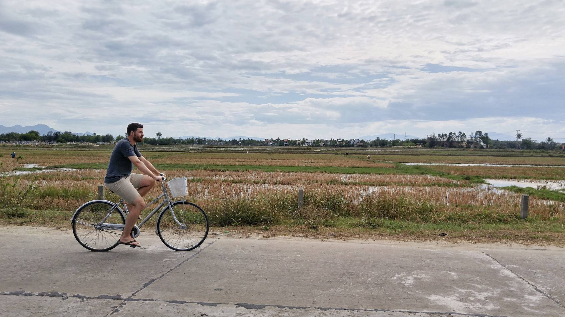 bike riding in hoi an vietnam