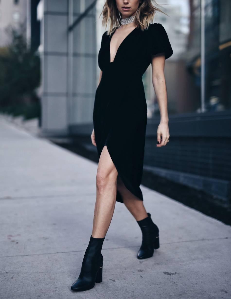 black-velvet-dress-for-holiday-party-3