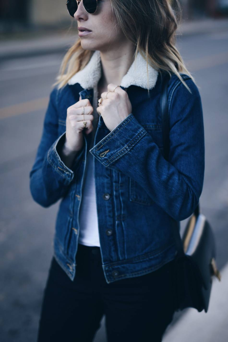 HOW TO WEAR A SHEARLING DENIM JACKET | The August Diaries