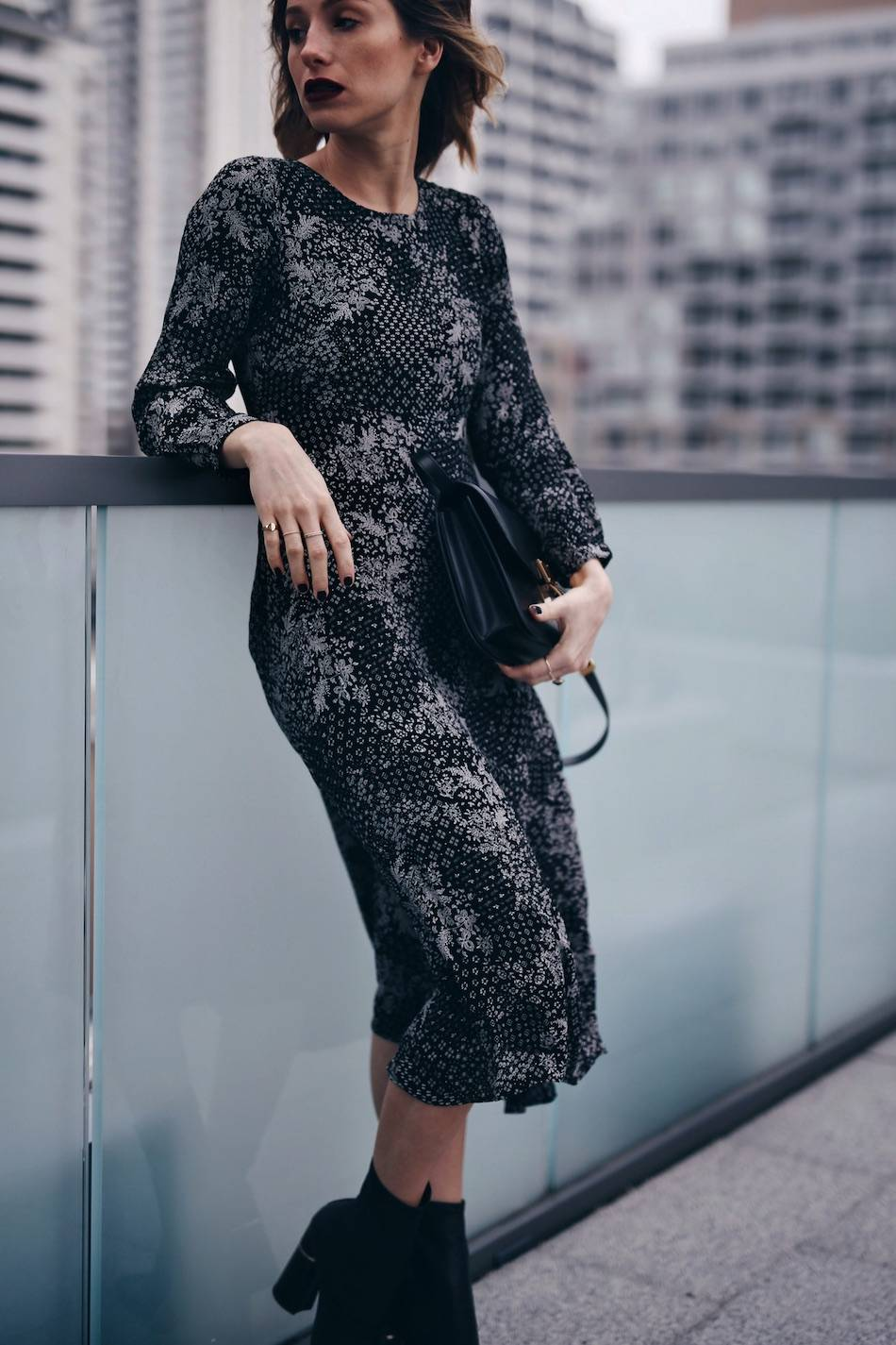 style-blogger-jill-lansky-of-the-august-diaries-showing-easy-holiday-outfit-ideas-for-2016-in-old-navy-print-dress-celine-box-bag-and-mejuri-gold-rings