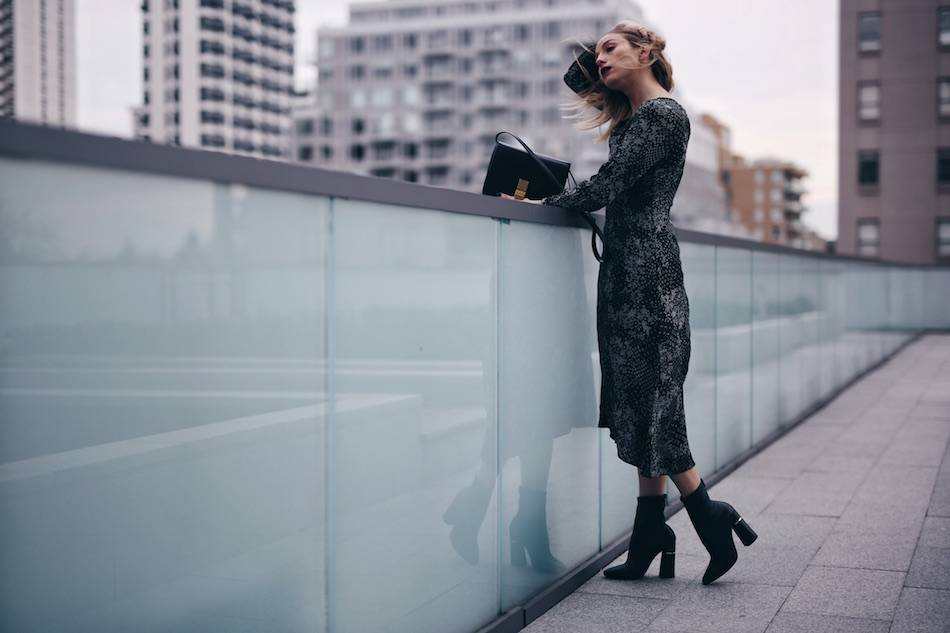 style-blogger-jill-lansky-of-the-august-diaries-showing-easy-holiday-outfits-in-old-navy-print-dress-celine-box-bag-and-3-1-phillip-lim-kyoto-boots