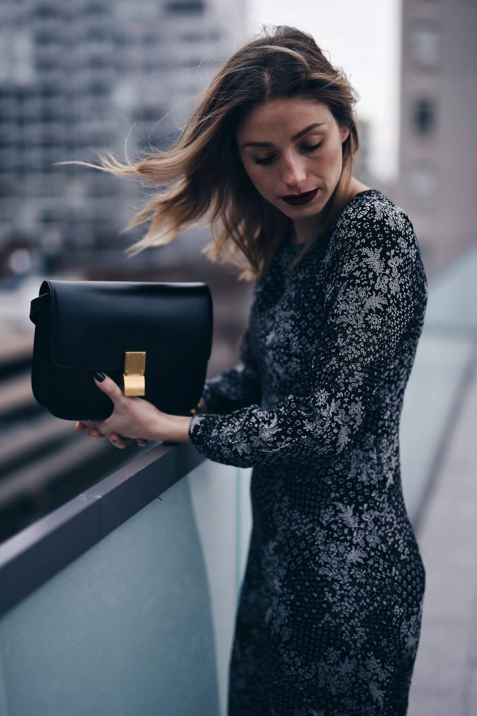 style-blogger-jill-lansky-of-the-august-diaries-with-easy-holiday-style-in-old-navy-print-dress-celine-box-bag-and-red-lipstick