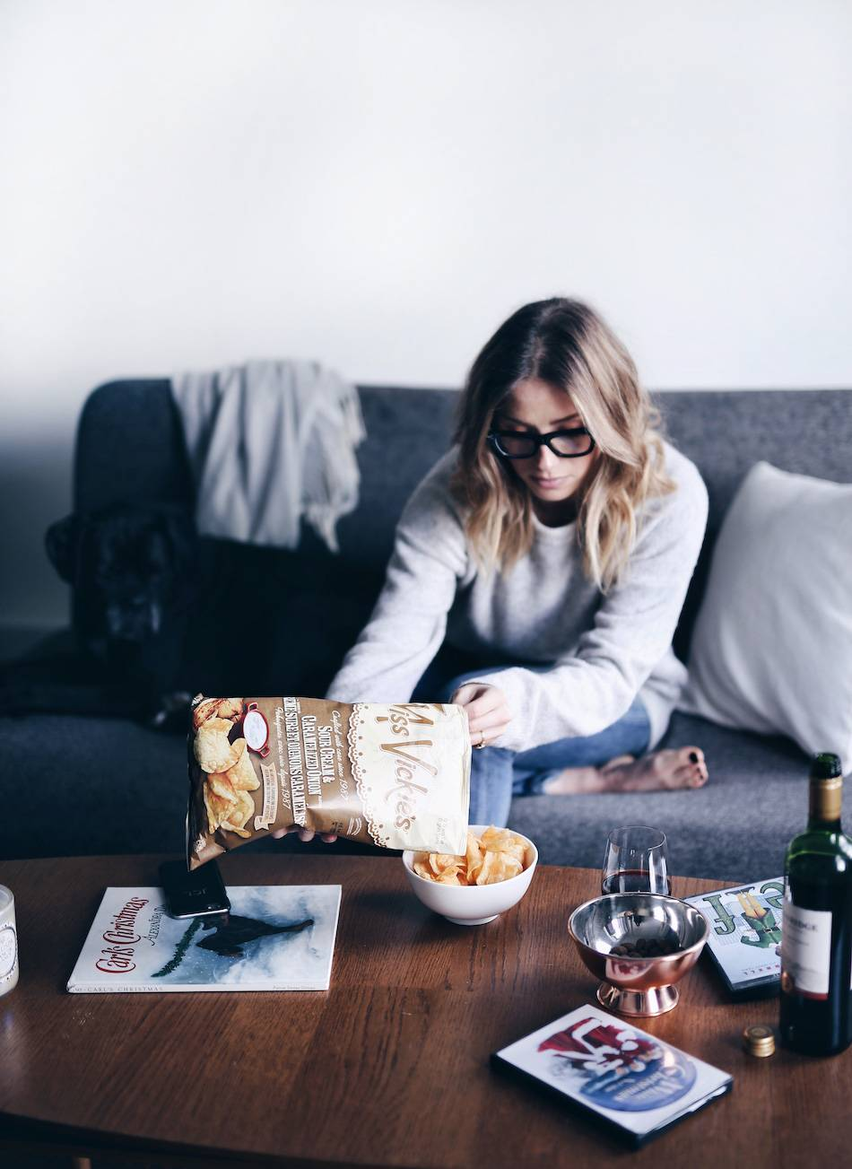 style-and-beauty-blogger-jill-lansky-of-the-august-diaries-top-5-favourite-christmas-movies-and-snacks-miss-vickies-and-red-wine