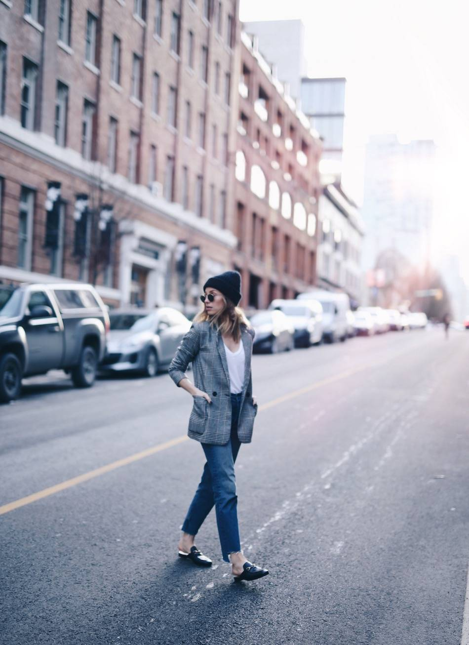 Style and beauty blogger Jill Lansky of The August Diaries casual chic street style in gucci loafers, blazer