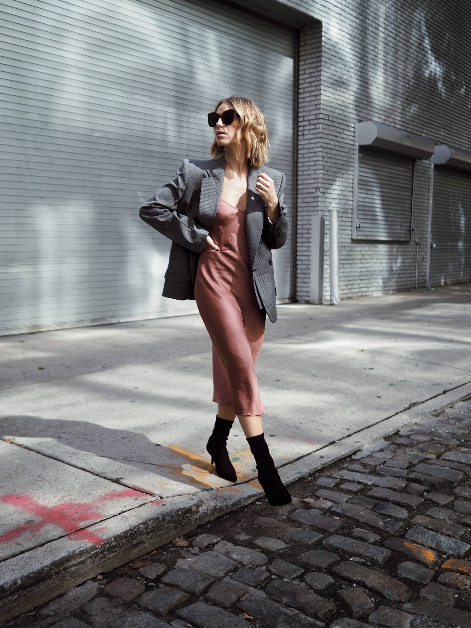 Style and beauty blogger Jill Lansky of the August Diaries in fall outfits, fall dresses, fall clothes