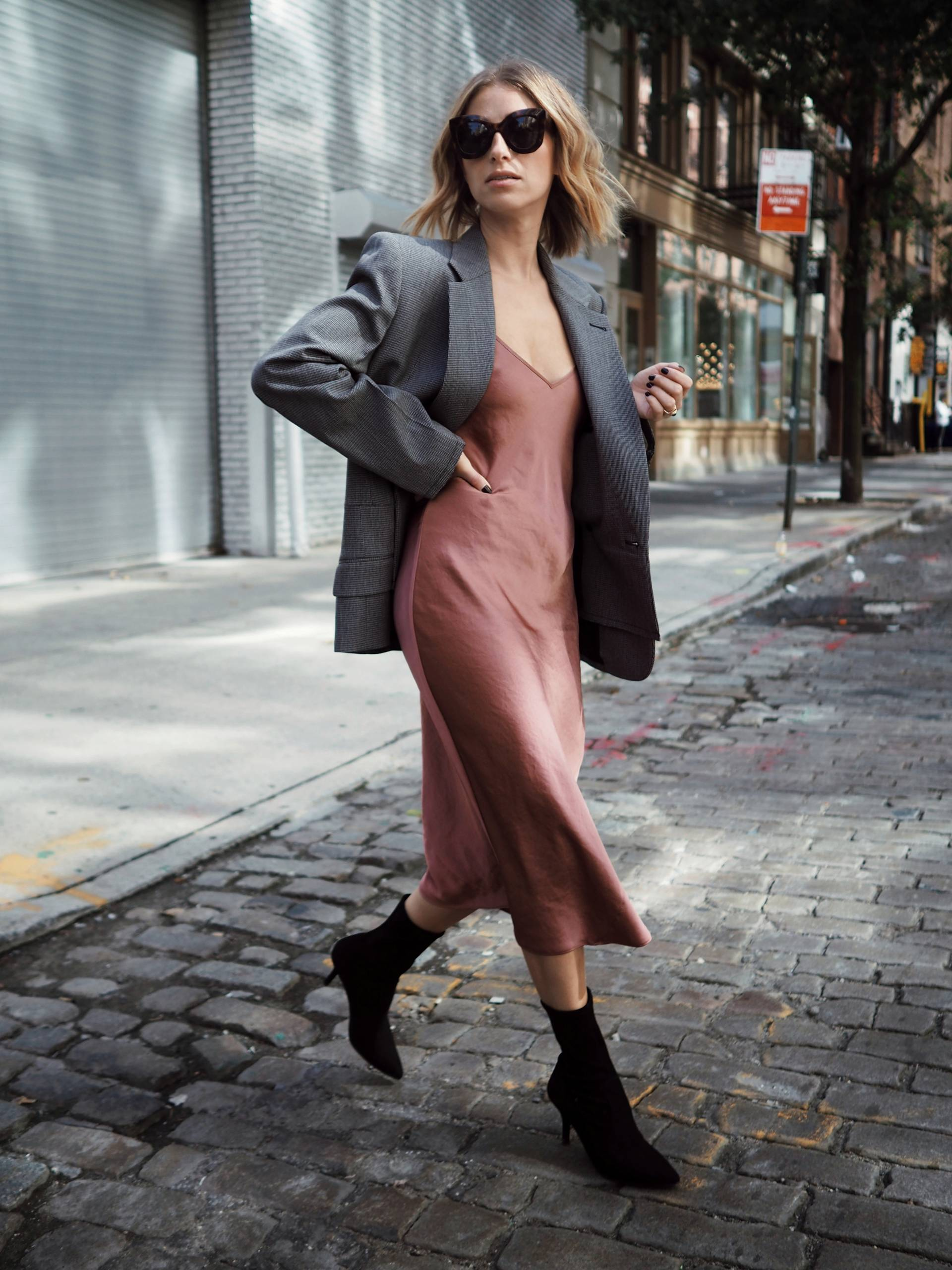 Style and beauty blogger Jill Lansky of the August Diaries in cute fall outfits, fall dresses