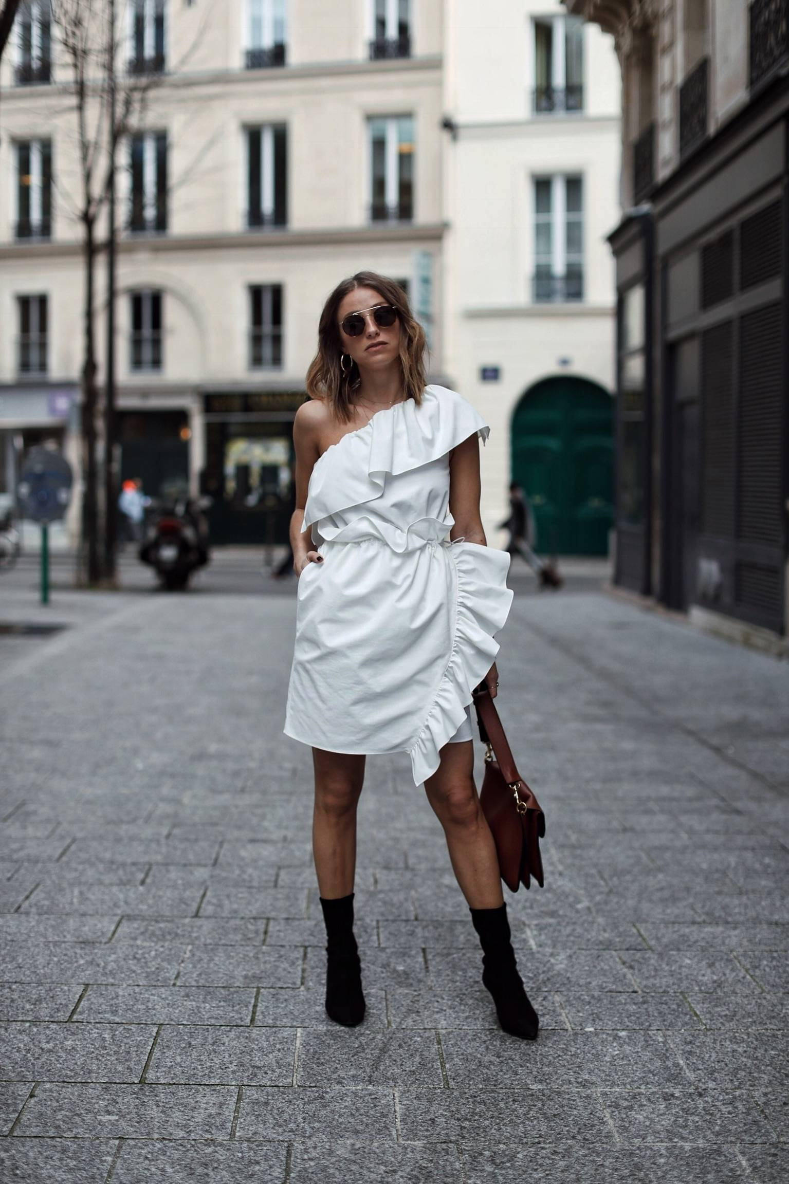 Style and beauty blogger Jill Lansky of The August Diaries in white one shoulder dress